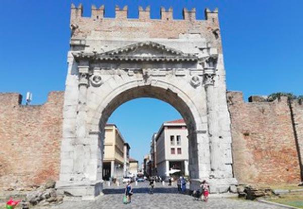 Rimini, Arco d'Augusto foto di Marcello Cartoceti