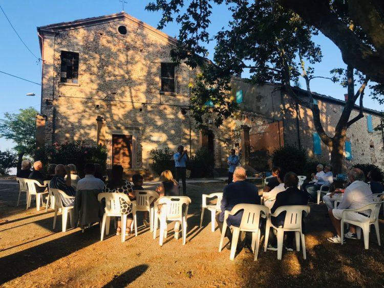 Relazione di fronte a San Lorenzo a Monte
